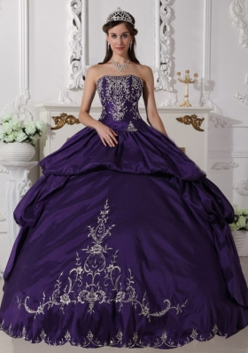 Strapless Purple Ruched Taffeta Embroidery Quinceanera Dress