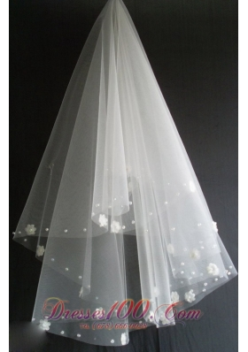 Flowers Decorate Tulle Wedding Veils for Pretty
