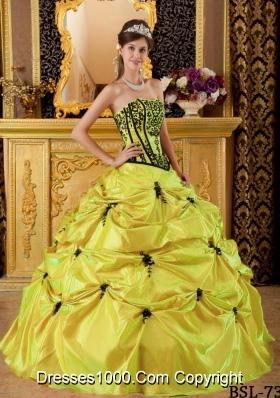 Elegant Yellow Strapless Embroidery Taffeta Quinceanera Dresses