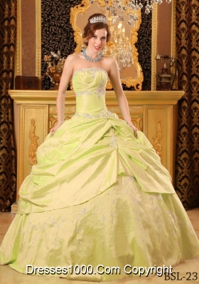 Yellow Green Quinces Dresses with Appliques and Beading Strapless Taffeta