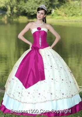 Puffy Strapless Fuchsia and White Sweet 15 Dresses with Flowers