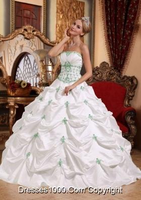White Strapless Taffeta Green Appliques Quinceanera Gown Dresses