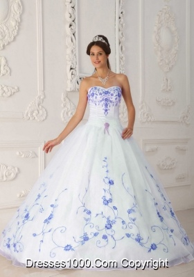 White Sweetheart Organza Quinceanera Dress with Blue Embroidery