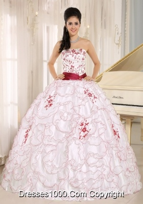 White Organza Strapless Dresses For Quinceaneras with Red Embroidery Decorate
