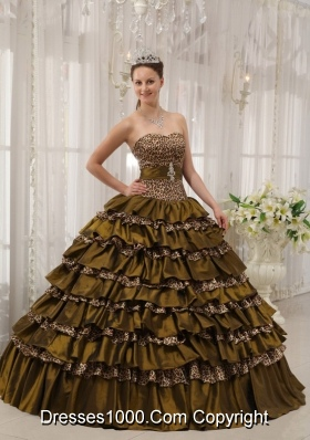 2014 Elegant Brown Puffy Sweetheart Quinceanera Dress with Beading and Ruffled Layers