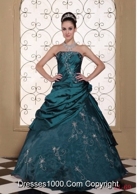 Exclusive Princess 2014 Quinceanera Gowns Dresses with Embroidery