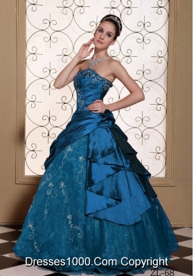 Modest Princess Strapless Embroidery Decorate Quinceanera Gowns For 2014