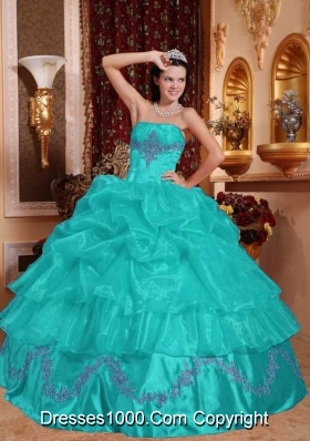 Affordable Ball Gown Beading Appliques Quinceanera Gowns With Strapless