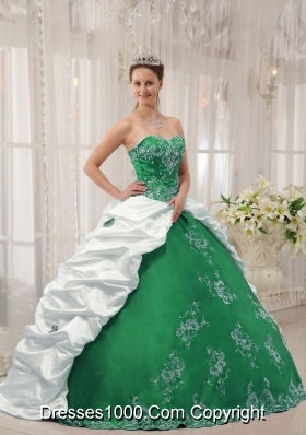 Sweetheart Quinceanera Dresses with Embroidery and Pick-ups