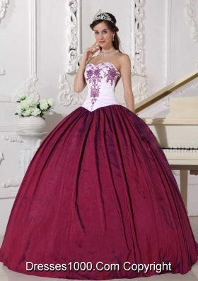 2014 New Arrival Ball Gown Sweetheart Quinceanera Dress with Embroidery