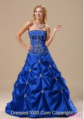 Elegant Embroidery Decorate Bodice Princess 2014 Quinceanera Gowns