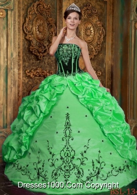 2014 Pretty Ball Gown Strapless Taffeta Sweet 16 Dresses with Embroidery
