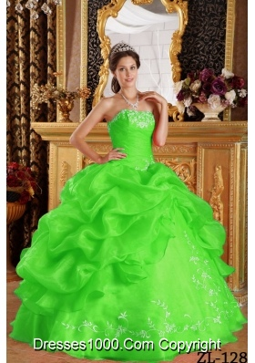2014 Pretty Spring Green Strapless Embroidery Puffy Sweet 15 Dresses