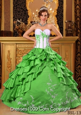 2014 Sweetheart Quinceanera Dresses with Ruffles And Embroidery