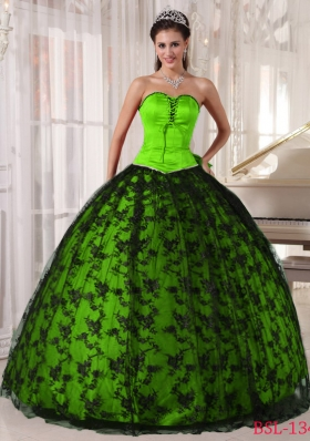 Elegant Spring Green Sweetheart Lace Quinceanera Dress for Military Ball