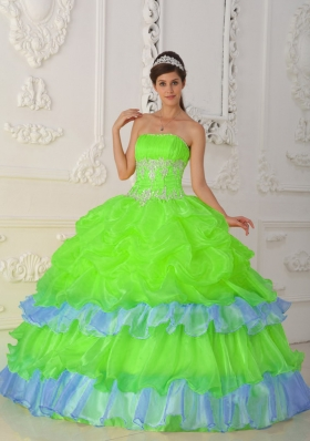 2014 Pretty Strapless Quinceanera Dresses with Beading and Ruffles