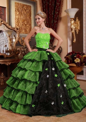 2014 Puffy Strapless Appliques Quinceanera Gown with Ruffled Layers