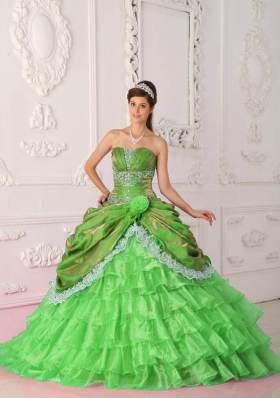 Beautiful Ball Gown Strapless Lace and Appliques Quinceanera Dresses with Brush Train