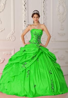 Cheap Ball Gown Strapless Taffeta Appliques Quinceanera Dresses