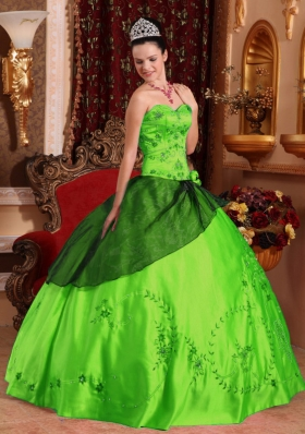 Discount Puffy Sweetheart Embroidery with Beading 2014 Quinceanera Dresses
