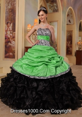 Pretty Ball Gown Sweetheart Ruffles Taffeta and Organza Quinceanera Gowns