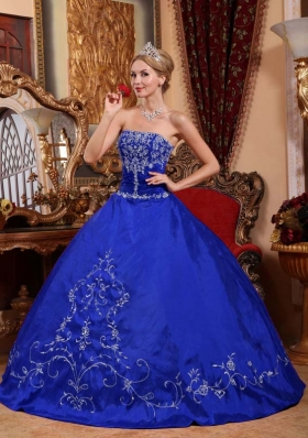 2014 Popular Blue Puffy Strapless Embroidery Quinceanera Dresses