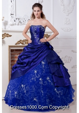 2014 Royal Blue Puffy Strapless Embroidery Quinceanera Dresses