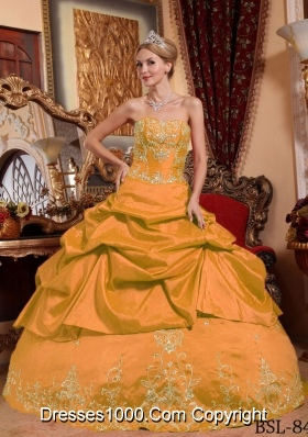 Sweetheart Taffeta Embroidery and Beading Quinceanera Gowns with Pick-ups