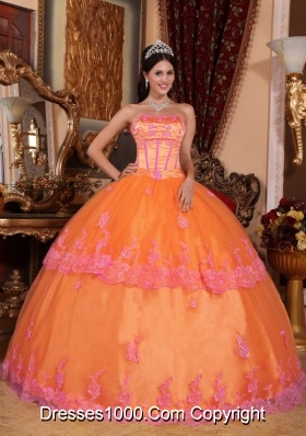Organza Puffy Strapless Orange Quincenera Dresses with Appliques
