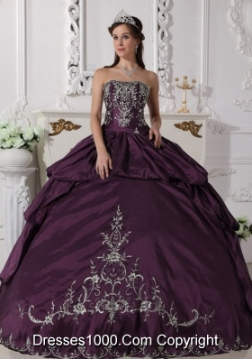 Strapless Dark Purple Ruched Taffeta Embroidery Quinceanera Dress