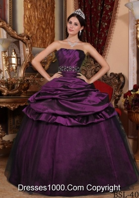2014 Popular Dark Purple Puffy Strapless Beading Quinceanera Dresses with Pick-ups