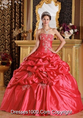 2014 Red Puffy Strapless Quinceanera Dresses with Appliques