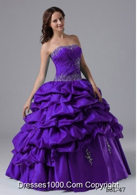 2014 Ball Gown Pick-ups Purple Sweet 15 Dresses with Beading