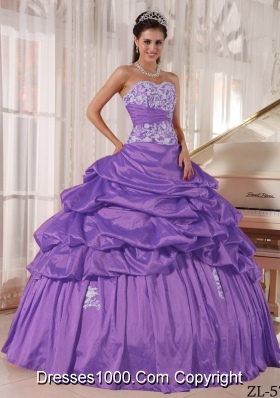 Purple Ball Gown Strapless Organza Quinceanera Gowns with Appliques