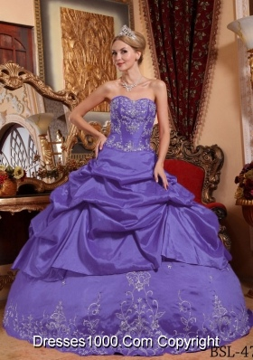 Purple Sweetheart Taffeta Quinceanera Dresses with Embroidery and Pick-ups