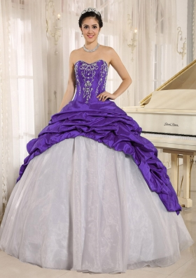 Luxurious Purple and White Sweetheart Quinceanera Gowns Dresses With Embroidery