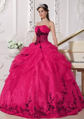 Red and Black Ball Gown Strapless Quinceanera Dress with Organza Appliques