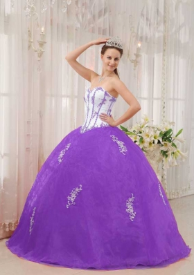 White and Purple Puffy Sweetheart Organza Quinceanera Gowns with Appliques