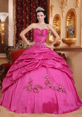 2014 Pretty Ball Gown Quinceanera Dress with Sweetheart Appliques