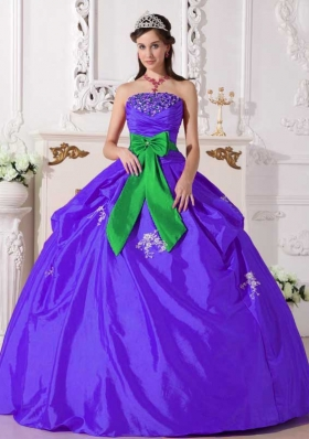Purple Puffy Strapless Taffeta Sweet 15 Dresses with Beading and Bowknot