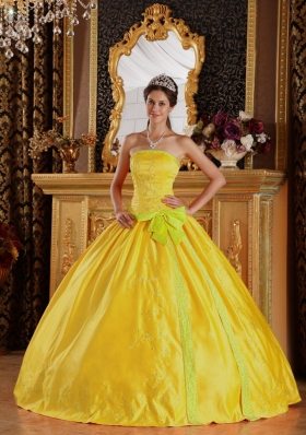 2014 Classical Golden Ball Gown Strapless Embroidery Quinceanera Dress with Bow