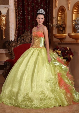 2014 Discount Yellow Green Puffy Strapless Embroidery Quinceanera Dress with Pick-ups