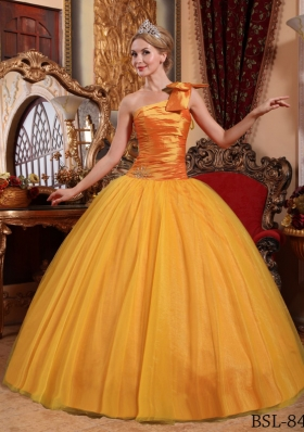 2014 Golden Puffy One Shoulder Beading Quinceanera Dress with Bow