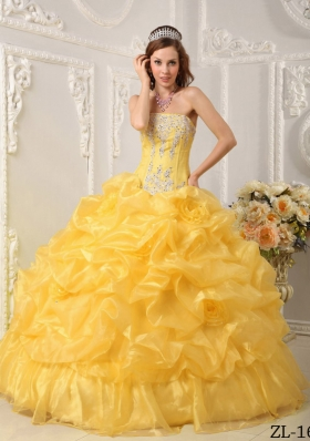 2014 Yellow Puffy Strapless Beading Quinceanera Dress with Hand Made Flower