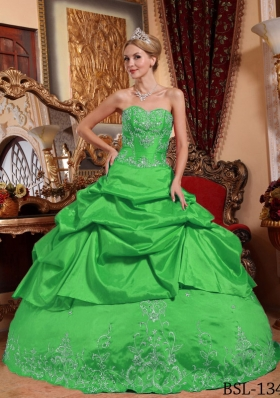 2014 Lovely Green Puffy Sweetheart Embroidery with Beading Quinceanera Dress