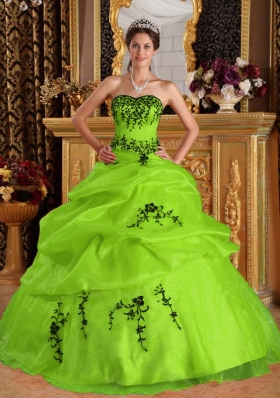 2014 Elegant Embroidery Quinceanera Dress in Yellow Green Puffy Sweetheart