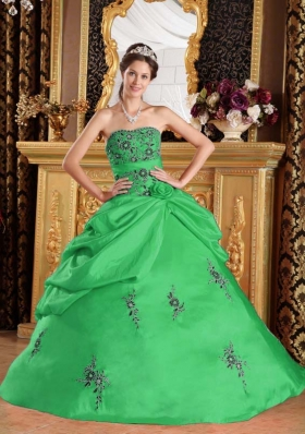 2014 New Style Green Puffy Strapless Embroidery Quinceanera Dress with Hand Made Flower