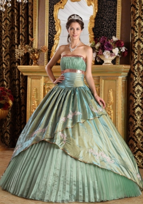 2014 Olive Green Puffy Strapless with Appliques Decorate for Quinceanera Dress