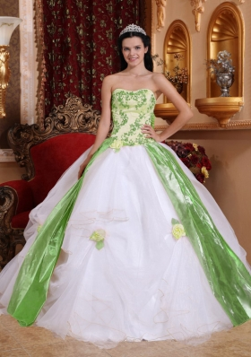 Affordable White Puffy Strapless with Beading and Appliques for 2014 Quinceanera Dress