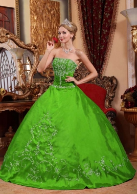2014 Modest Green Puffy Strapless Embroidery Quinceanera Dress with Beading